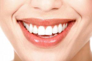 5 remedios para blanquear los dientes con productos naturales