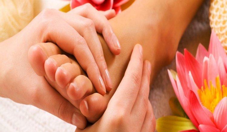 Cómo dar masajes en los pies